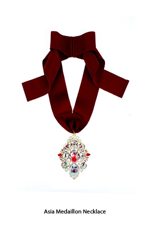 asia-medallion-necklace-Bijoux-de-Famille