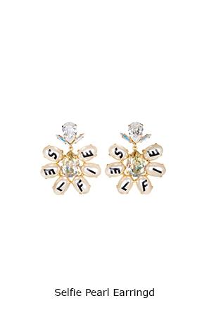 selfie-pearl-earrings-Bijoux-de-Famille